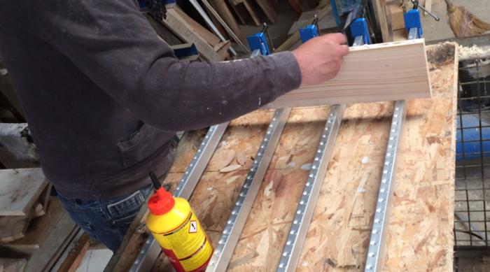 Une table démontable pour le balcon-Découpe et assemblage du plateau en bois