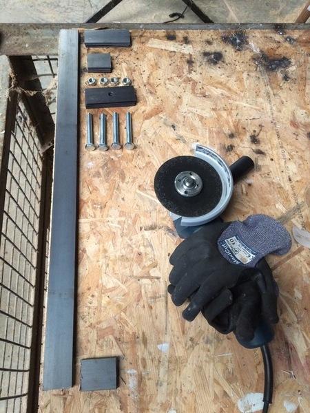 Une table démontable pour le balcon-Découpe du métal et soudure