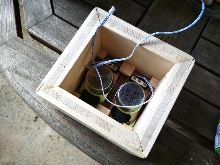 Une Enceinte Bluetooth minimaliste avec une touche rétro-Troisième étape : Préparation de l'assemblage