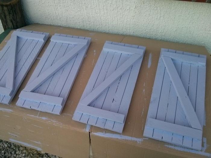 Cabane en palettes pour enfants-Volets et fenêtres