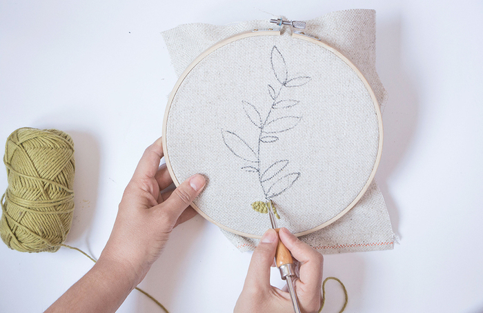 Un herbier en punch needle-COMMENCER LA BRODERIE