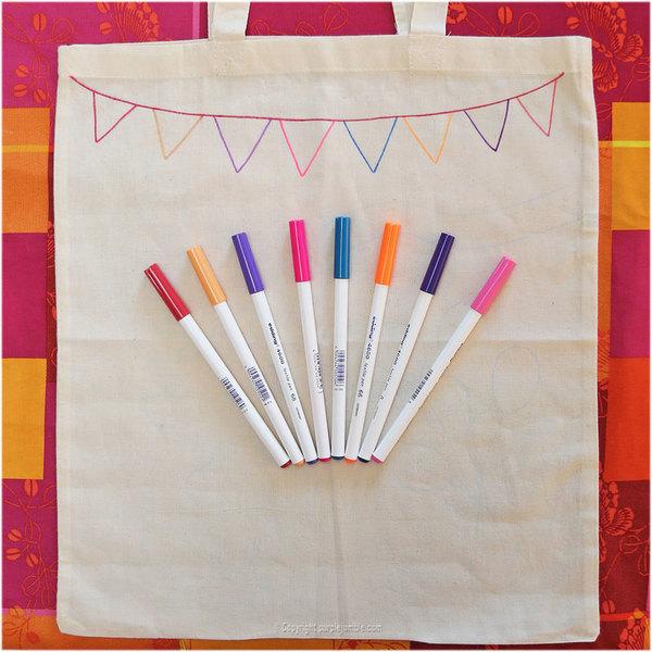 Mon tote bag customisé -Dessiner au feutre : une guirlande de fanions