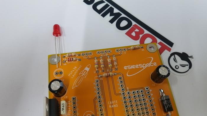 Construisez votre robot Sumobot-Soudage de la LED