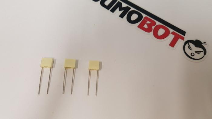 Construisez votre robot Sumobot-Soudage des condensateurs céramiques