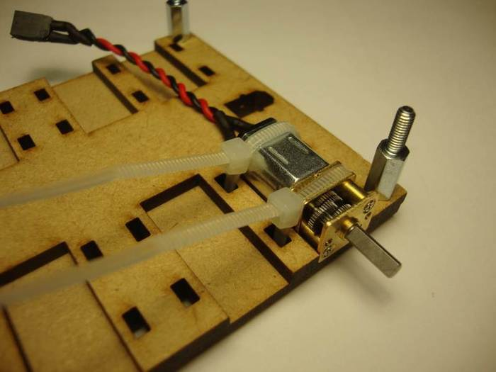 Construisez votre robot Sumobot-Fixation des moteurs