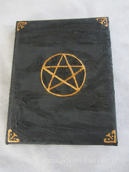 Grimoire de sorcière-Faire des enluminures dorés