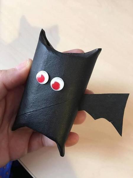 Diaboliques boîtes à bonbons d'Halloween-Assemblage et décoration de la chauve souris