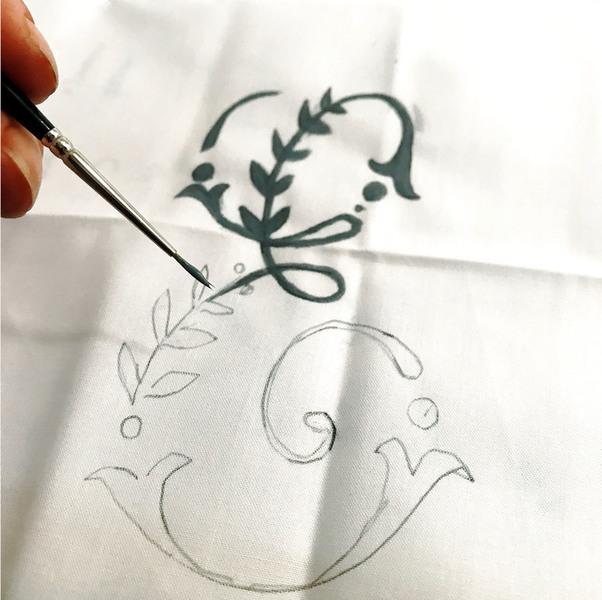 Parure de lit monogrammée , comme le linge d'antan-Remplissage du motif