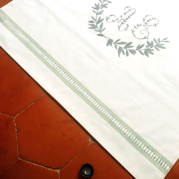 """Parure de lit monogrammée , comme le linge d'antan-Création du dessin """"jour échelle"""""""