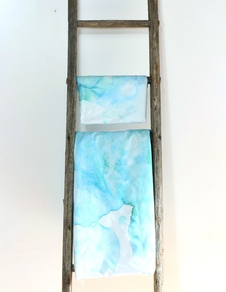 """Personnaliser son linge de lit avec le Ice Dyeing-Et voilà le résultat, une parure arty aux motifs """"aquarellés"""" !"""