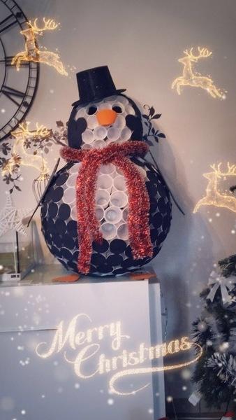 Pingouin de Noel avec des gobelets plastique-ET voila !!!!