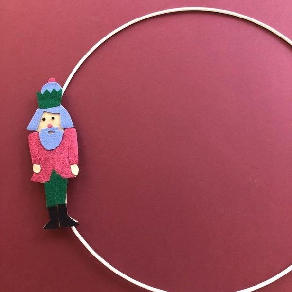 Couronne de Noël en feutrine-L'assemblage