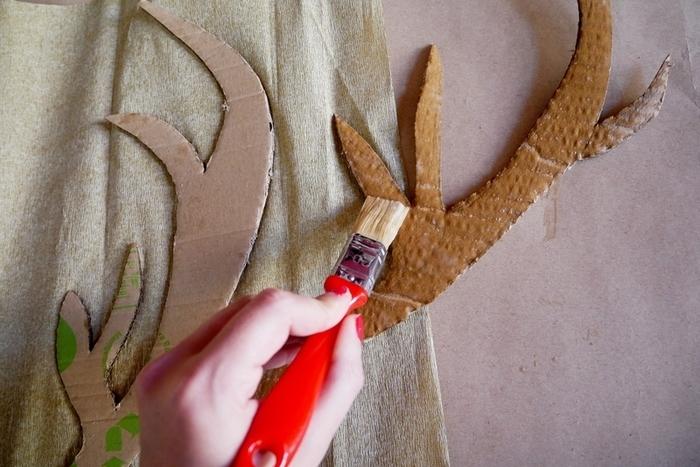 Le trophée renne façon piñata-Les bois