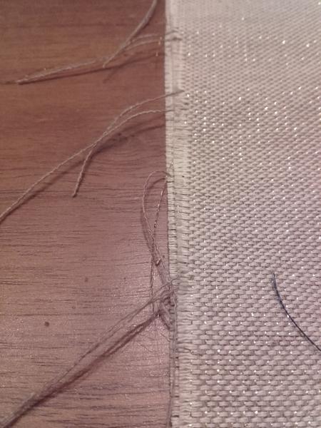 Sac à cadeaux écologique, durable et réutilisable-Découpe du tissu et surjets