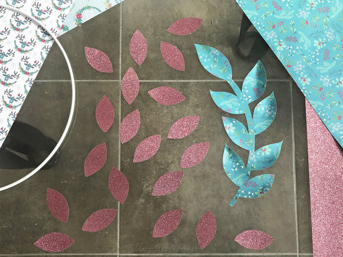 Une couronne de Noël nature et papier-Confectionner des poinsettias en papier