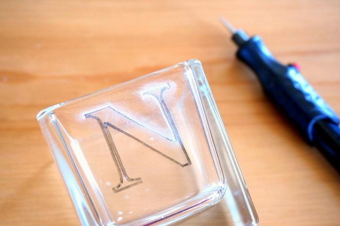 Lumignons en verre customisés-Graver des motifs