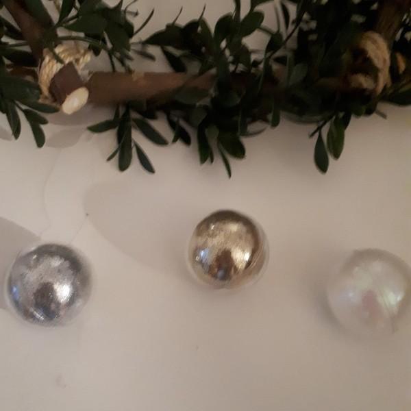 Couronne de Noël en bois-4ème étape Spécial Noël : les boules de Noël transparentes