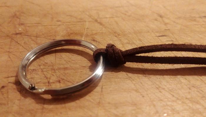 Un porte clefs en bois-Assemblage des porte clefs :