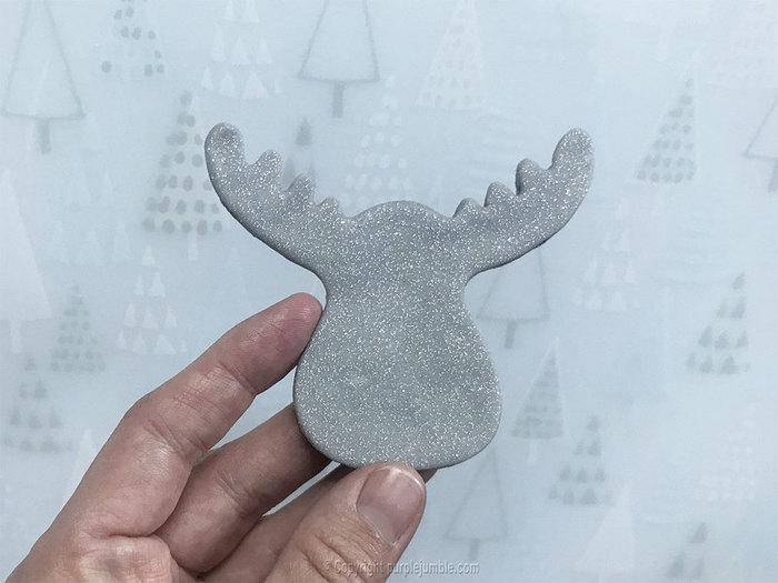 Broche de Noël pailletée-Fabriquer la tête de renne en pâte fimo