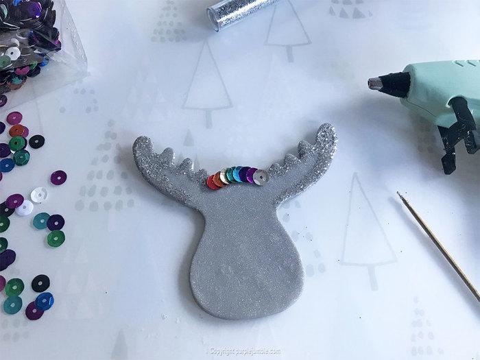 Broche de Noël pailletée-Ajouter les décorations