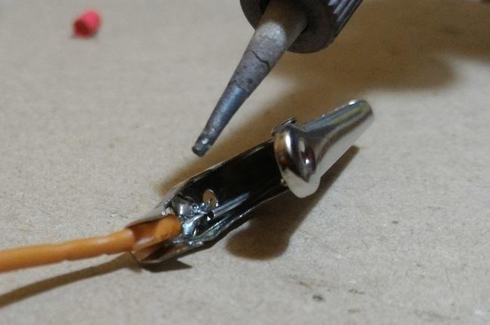 Fabriquer un câble sur mesure-Souder la pince crocodile