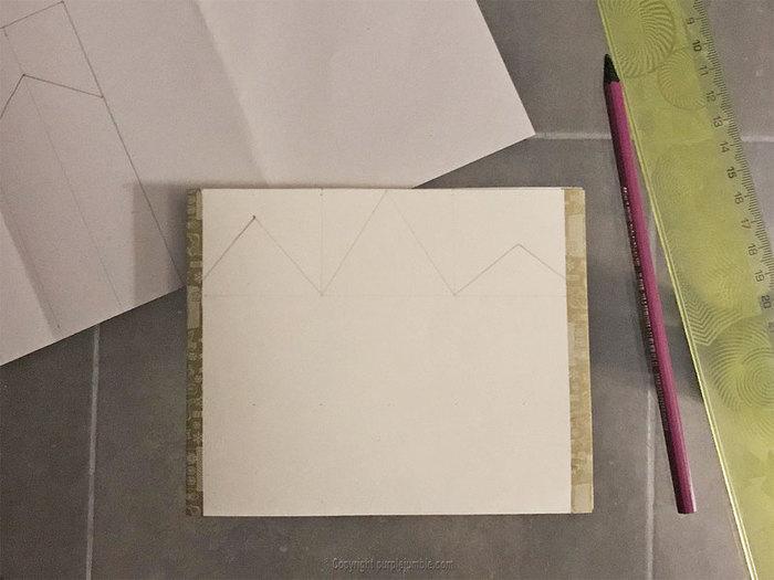 Carte de vœux à déplier-Découper les formes de maisons