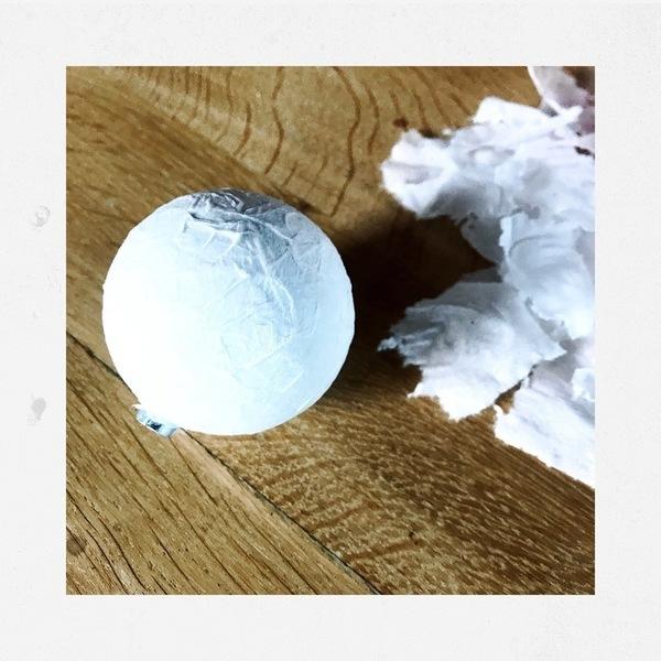 """décoration de Noël slow """"nature chic"""" pour 0€-Boules moches upcyclées façon boule de neige"""