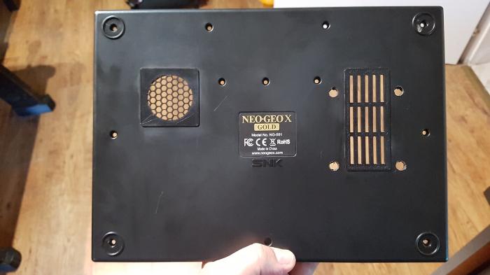 Neo Geo X π-Les orifices