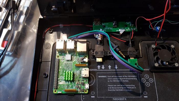 Neo Geo X π-Raspberry Pi et câble USB