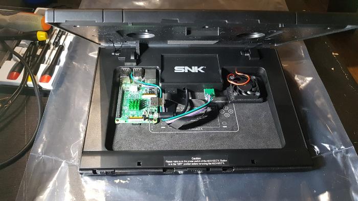 Neo Geo X π-Montage des éléments