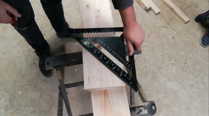Une lampe style indus en bois et cuivre-La structure bois