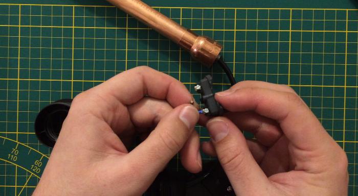 Une lampe style indus en bois et cuivre-Branchement électrique