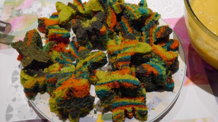 Le gâteau magique de la sorcière-Découper des formes dans le zébra cake
