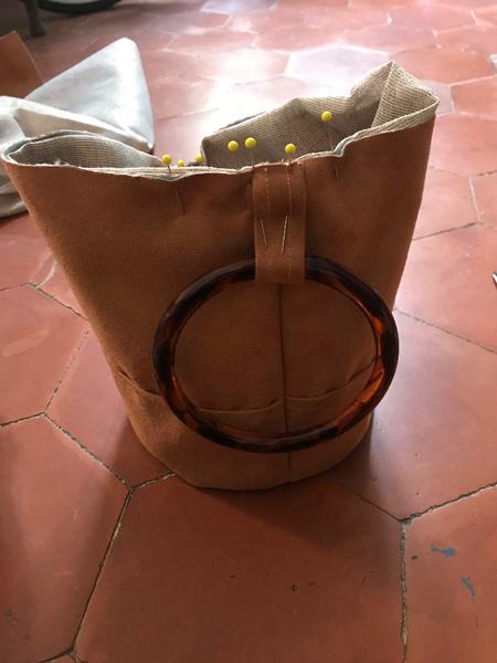 It Bag de l'été 2019 - le sac à anses rigides-Insertion des anses