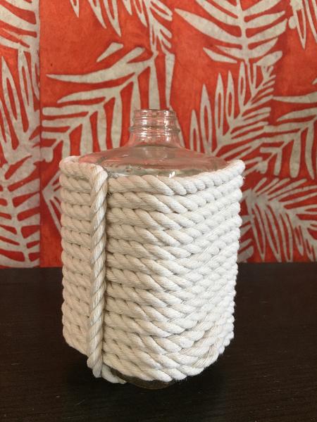 Vase en corde avec une bouteille -La finition