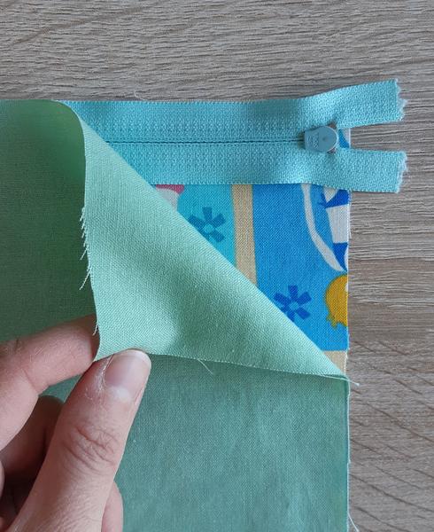 Tuto pochette avec zip-Assembler les tissus sur le haut