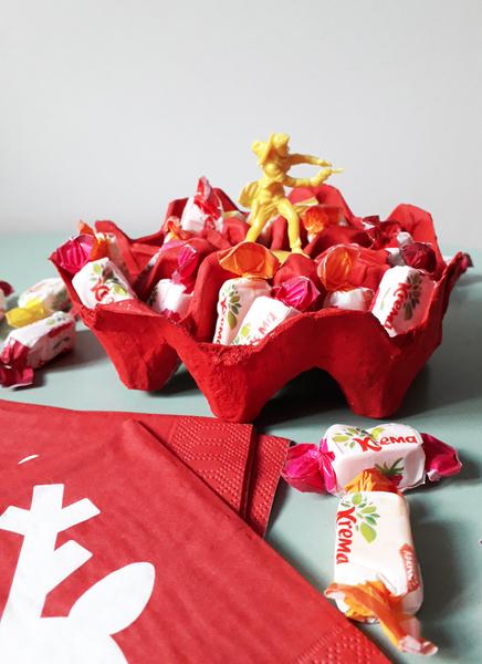 La coupelle à bonbons en boîte à oeufs-Bang... des bonbons !