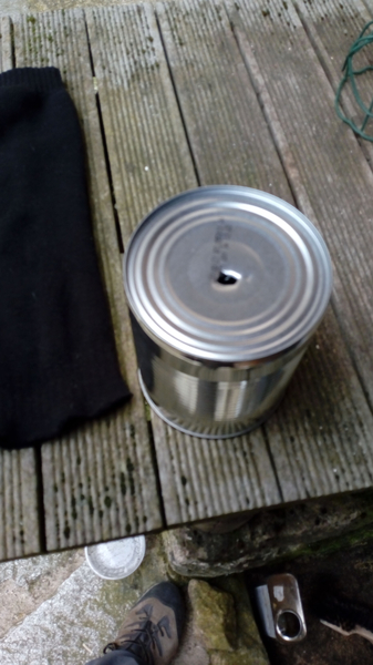 Petit pot de fleurs pour semis, bouturage ou repiquage-Percer le fond de la boite