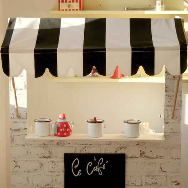 Petit café New-Yorkais pour jouer au restaurant-Supports du auvent