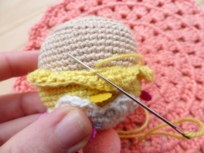 Crochet ~ Amigurumi cupcake-la couture partie 2