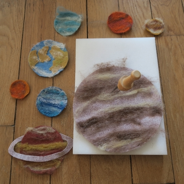 Allo la terre, ici la lune ! alias le tapis de jeu du système solaire-Les planètes du système solaire