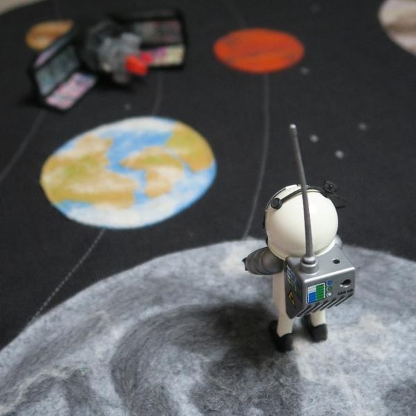 Allo la terre, ici la lune ! alias le tapis de jeu du système solaire-Le jeu !