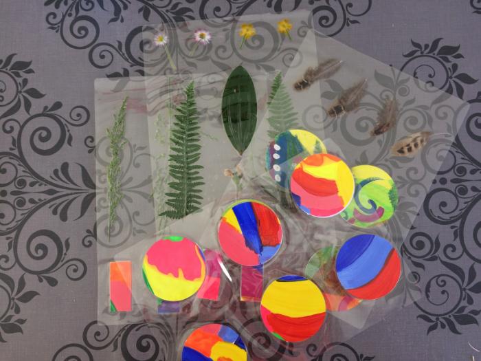 Fabriquer un mobile nature en recyclant des dessins ou peinture-Instant découpage