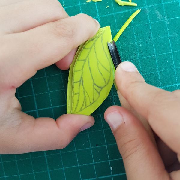 Graver un tampon Feuille de Thé (pour enfant dès 8 ans et adultes)-Graver les contours de la feuille