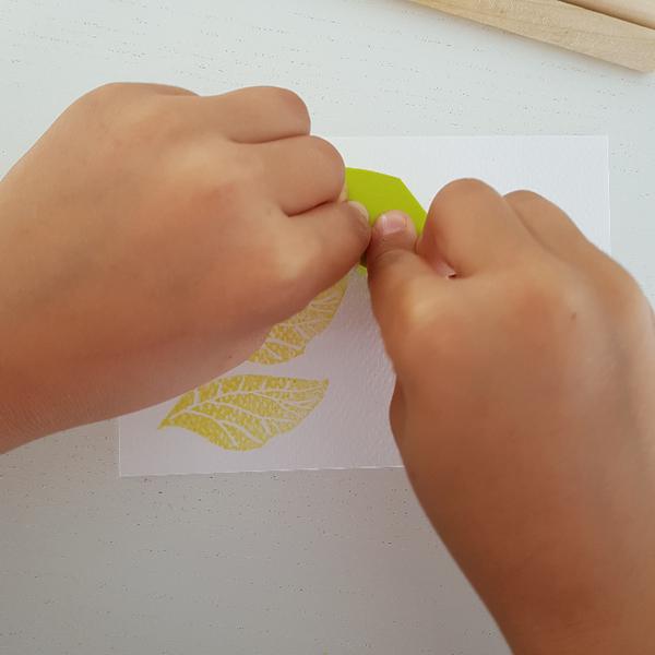 Graver un tampon Feuille de Thé (pour enfant dès 8 ans et adultes)-Créer une jolie carte avec son tampon