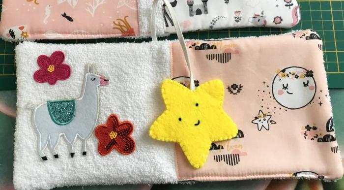 Livre d'éveil trop chou pour les tout petits ♥-Page avec l'étoile marque-page élastiquée
