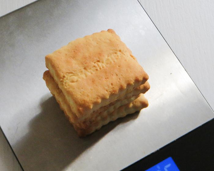 Cheesecake au thé matcha et aux fruits rouges-Réaliser la base biscuitée du Cheesecake