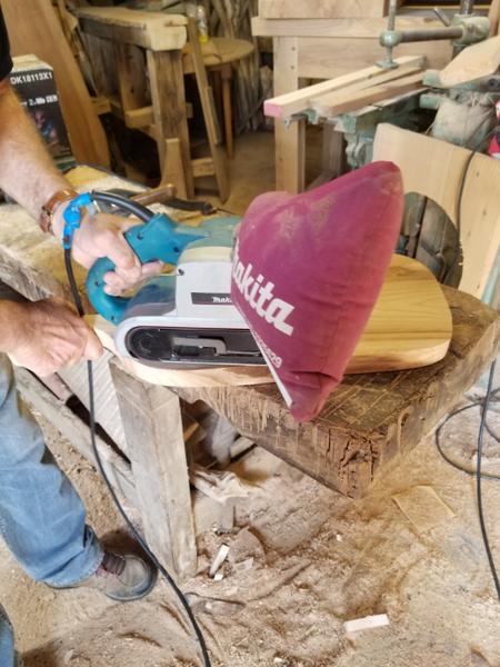 Planche de Présentation bois D'orme et résine époxy.-Poncez la planche