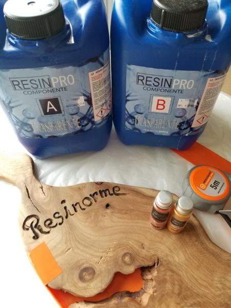 Planche de Présentation bois D'orme et résine époxy.-Préparation de la résine époxy