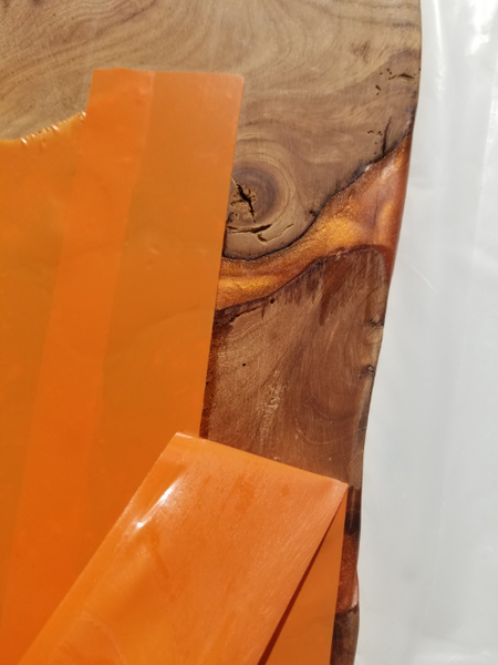Planche de Présentation bois D'orme et résine époxy.-Retirez le scotch